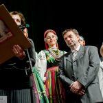 Berdnard Oleszek odbiera nagrodę przyznaną portalowi Blogpress.pl za 2015 r.